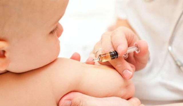 Pomaska i Wałęsa o zniesieniu szczepień: Epidemia głupoty i odry
