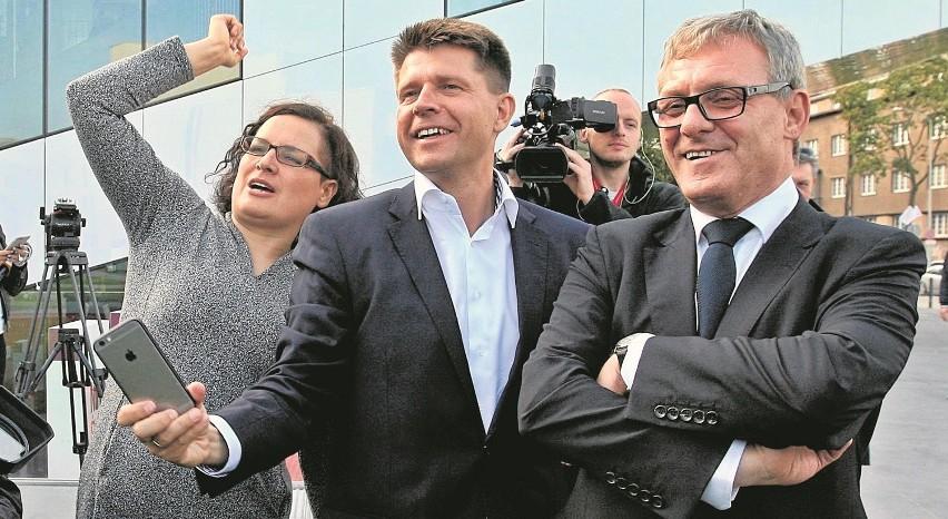 Pomorscy posłowie Nowoczesnej: Ewa Lieder i Grzegorz Furgo (tu na zdjęciu z Ryszardem Petru) prawdopodobnie niebawem zetrą się w starciu o przywództwo struktury regionalnej swojej partii