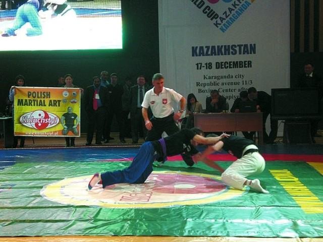 Koluchstyl dotarł już nawet do Kazachstanu. W Karagandzie podczas Pucharu Świata w Kurash zorganizowano pokaz tej dyscypliny.