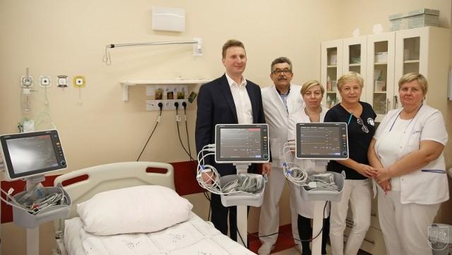 Na zakup trzech kardiomonitorów i centrale monitorującą szpital przeznaczył ponad 59 tys. zł.