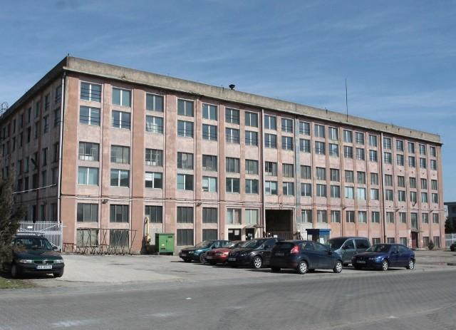 W ostatnich latach było wiele koncepcji zagospodarowania historycznej siedziby Fabryki Broni, wygrał pomysł biurowca.