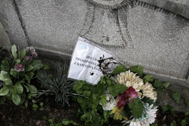 Na cmentarzu parafialnym w Limanowej ubywa starych nagrobków. Na ich miejscu chowane są nowe osoby