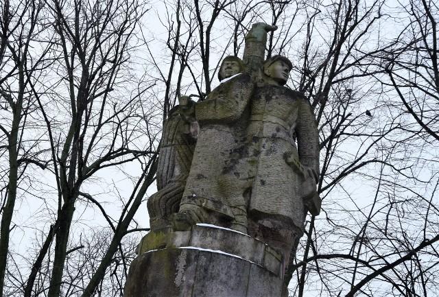Pomnik Wdzięczności został wzniesiony dla upamiętnienia wyzwolenia Inowrocławia spod okupacji niemieckiej przez Armię Czerwoną.