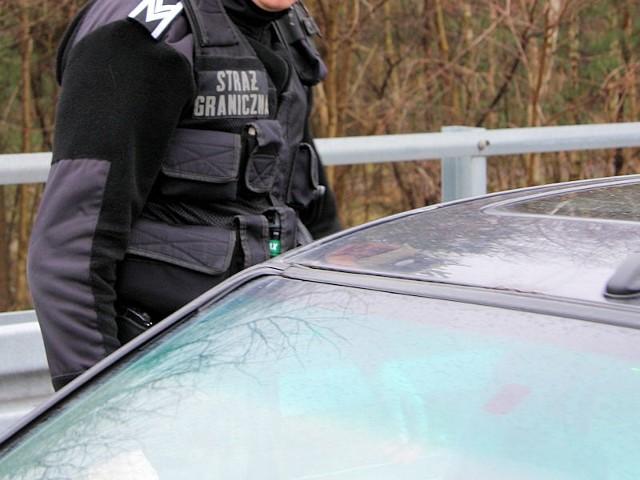 Funkcjonariusze Nadodrzańskiego Oddziału Straży Granicznej zatrzymali  w Świecku cztery grupy rodzin czeczeńskich