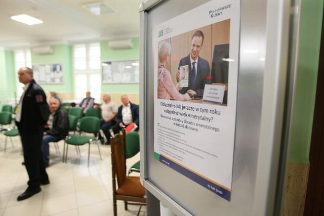 W przypadku emerytur zreformowanych ZUS dolicza składki odprowadzone po przyznaniu emerytury. Przeliczeniu mogą podlegać wszystkie emerytury.