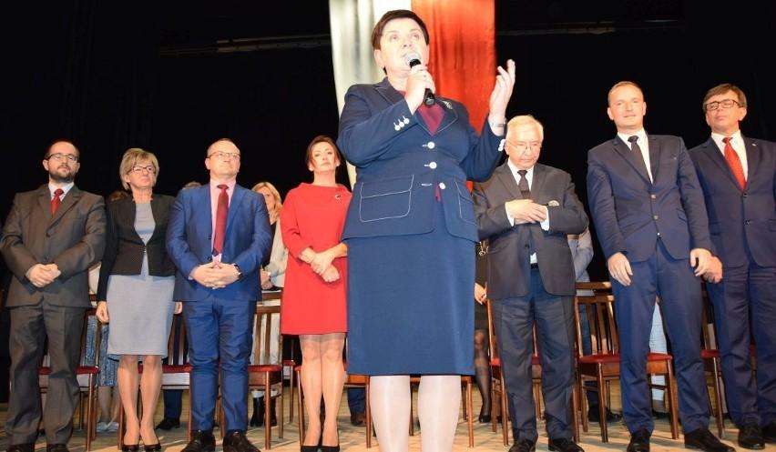 Wicepremier Beata Szydło udzieliła oficjalnego poparcia lokalnym kandydatom Prawa i Sprawiedliwości na burmistrza Włoszczowy oraz na radnych.