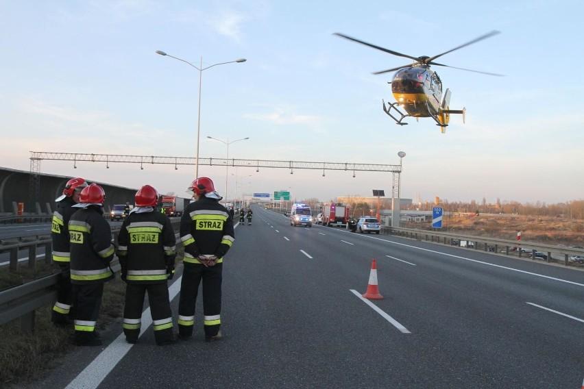 Wypadek na autostradzie A1 w Łodzi miał miejsce około godz. 9.30, między węzłami Łódź Wschód i Brzeziny, na pasie wiodącym w kierunku Gdańska. Doszło tam do zderzenia trzech samochodów osobowych.