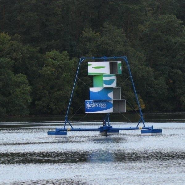 Ten aerator pracuje na Jeziorze Głębokim w Szczecinie. - My będziemy mieli podobny - mówi Danuta Piwowarczyk. - Ustawimy go dokładnie na środku jeziora średniego.