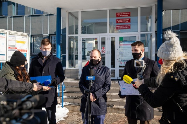 Wiceminister Adam Andruszkiewicz i jego współpracownicy domagają się, by urzędnicy prezydenta przestali blokować internautów na oficjalnych profilach miasta Białystok