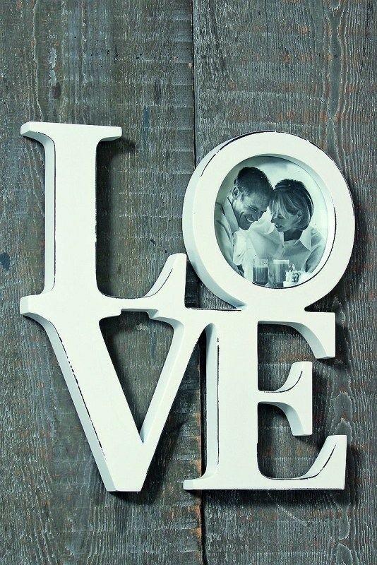 Ramka na zdjęcie - LOVETo drewniana dekoracja na ścianę i oryginalna ramka jednocześnie.