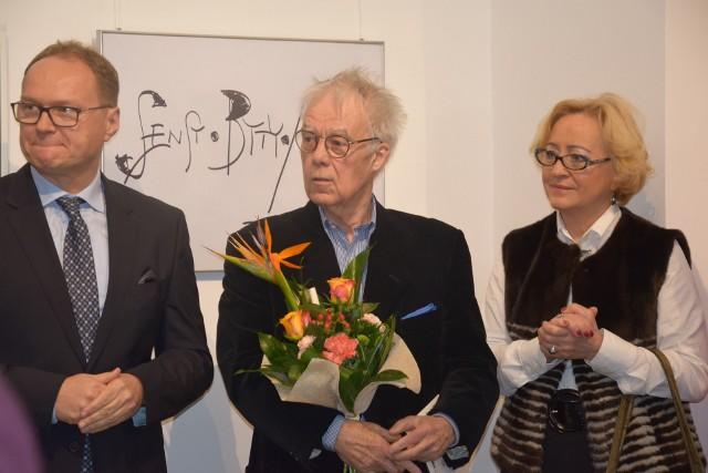 Maria Wegner i Maciej Karnicki, przedstawiciele Swiss Krono, wraz z Janem Kantem Pawluśkiewiczem.