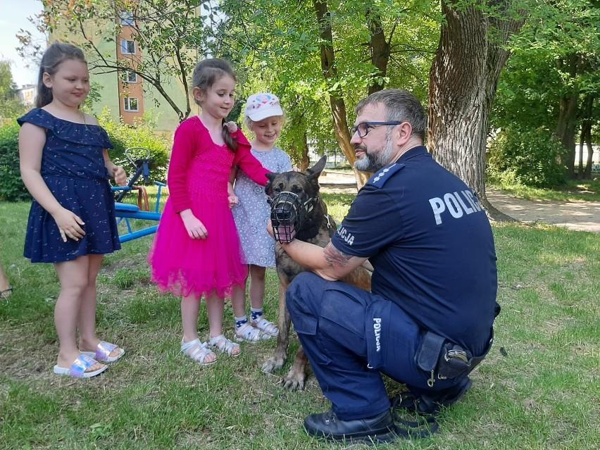 Radom. Policjanci rozmawiali z dziećmi o zasadach bezpieczeństwa podczas wakacji