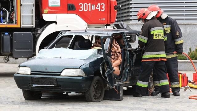 Tajemnicza substancja w Targach Kielce - strażacy w akcji [WIDEO]