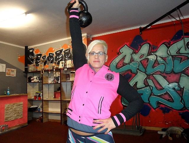 """Sylwia Reichel ciężko trenuje w swoim klubie """"Cross Gym"""" na Rządzu. I ma efekty"""