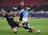 Manchester City jest jedną nogą w ćwierćfinale Ligi Mistrzów, ale Guardiola przestrzega o myśleniu o kolejnych fazach