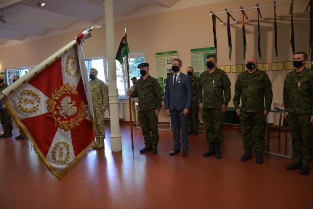 W sali tradycji 5. Lubuskiego pułku artylerii odbyło się symboliczne powitanie żołnierzy PKW RSM Afganistan, którego główny komponent stanowili sulechowscy artylerzyści.