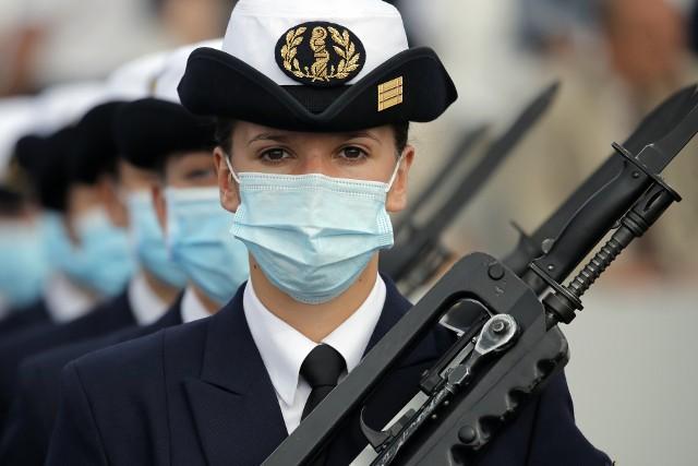 Francja: Dzień Bastylii. Skromna parada wojskowa w Paryżu i wielkie podziękowania dla bohaterów walki z epidemią koronawirusa