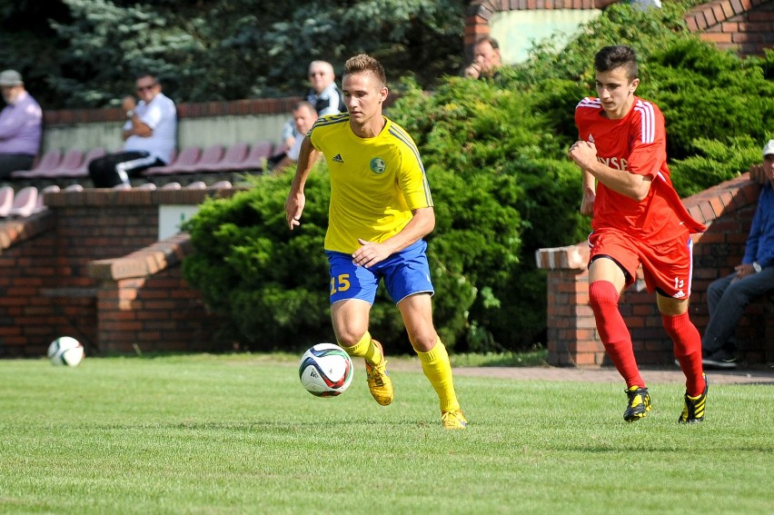 Mateusz Bębnowski (żółta koszulka) grać będzie teraz w barwach Polonii Nysa.