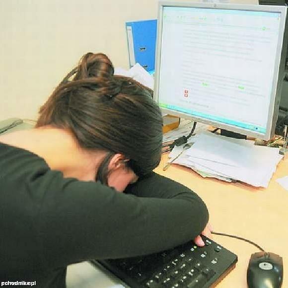 W USA i Japonii pracownikom pozwala się na krótką drzemkę w pracy.