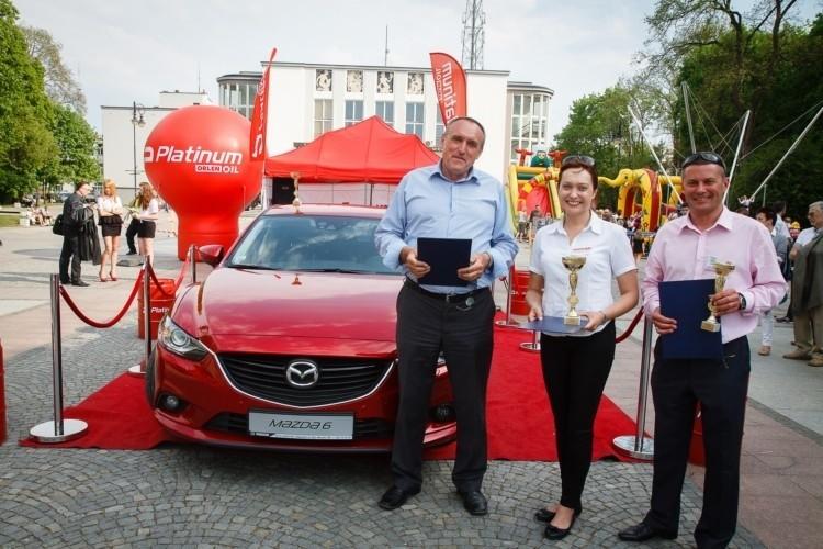 Od lewej: Zbigniew Gołembiewski - właściciel salonu Mazda...