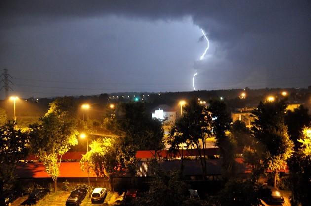 O północy nad Łódź nadciągnęła potężna burza