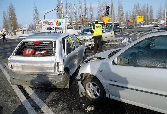 Stłuczka czterech aut na ul. Struga wyglądała bardzo groźnie.