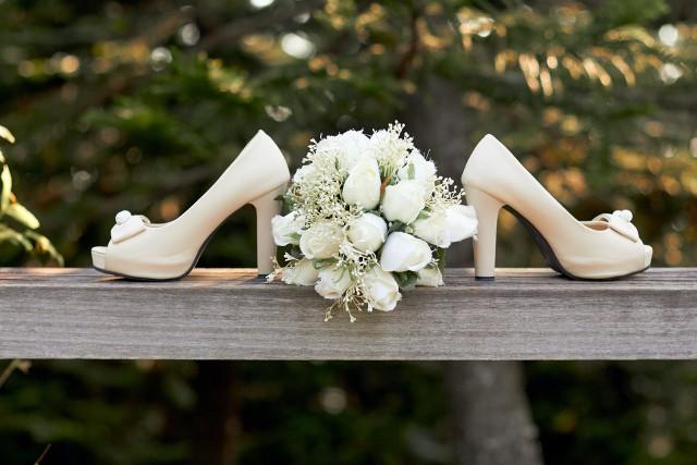 Co zrobić, żeby uniknąć tradycyjnych, weselnych zabaw? Jak zorganizować gościom czas, aby nadać weselu indywidualny charakter?   Sprawdziliśmy, czym można zastąpić weselne tradycje.