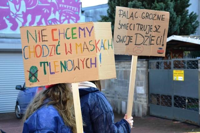 Uczniowie protestowali przeciwko bezmyślnemu zanieczyszczaniu powietrza