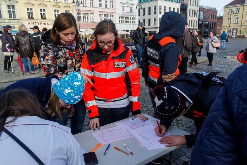 Około 300 osób wzięło udział w niedzielnym proteście medyków...