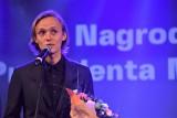 Nagrody Artystyczne Prezydenta Miasta Białegostoku. Bielenia dziękował rodzicom, Kayah oddała nagrodę dla Tęczowego Białegostoku (zdjęcia)