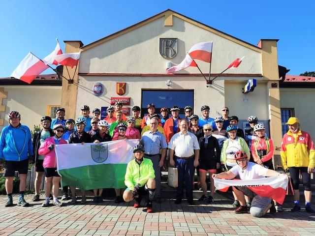 37-osobowa grupa turystów z Kruszwickiej Grupy Rowerowej podczas wyprawy po Roztoczu