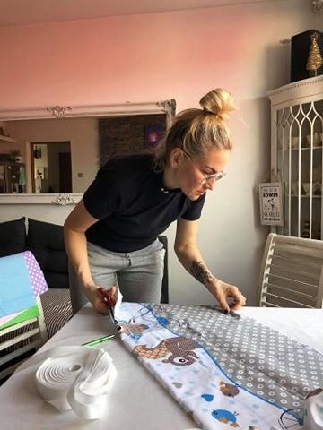 Lidia Grzelka po pracy znajduje czas, by uszyć choćby kilka sztuk maseczek