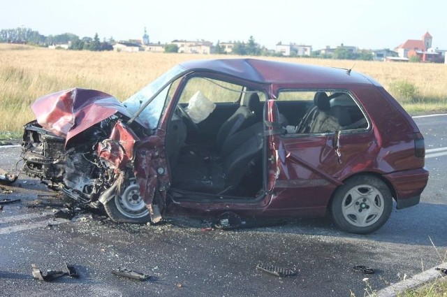 Trzy osoby zostały ranne w wypadku, do którego doszło w niedzielę w Zdunach pod Krotoszynem.Kolejne zdjęcie -->