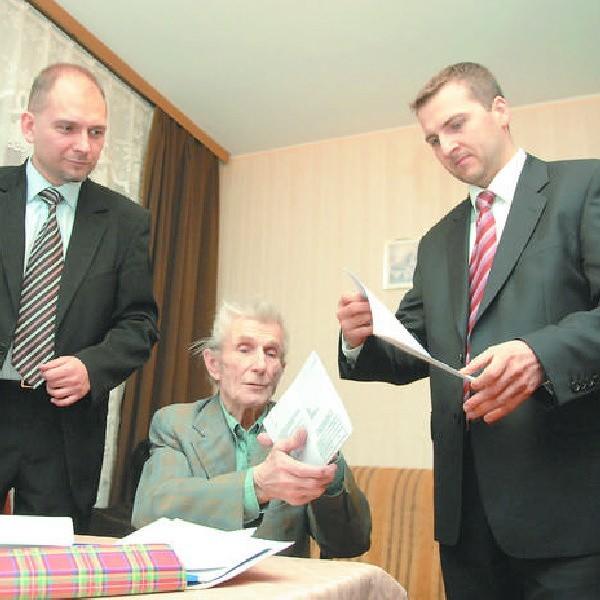 Adwokaci Paweł Kuras i Jarosław Wyrębski obiecali pomóc panu Stefanowi Łysakowi