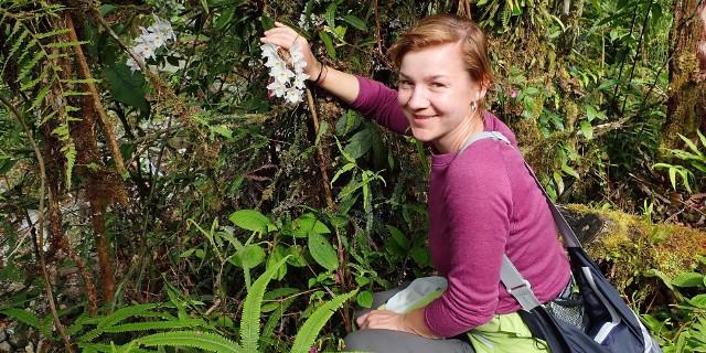 Dr hab. Marta Kolanowska z Wydziału Biologii i Ochrony Środowiska Uniwersytetu Łódzkiego otrzymała nagrodę 100 000 USD amerykańskiej Fundacji Maxwella/Hanrahana za wyjątkowe badania nad storczykami. Łódzka biolożka pracuje głównie w terenie, w Ameryce Południowej. Doceniono jej wkład w badanie różnorodności biologicznej najsłabiej zbadanych regionów świata. Brała udział w ponad 20 ekspedycjach tropikalnych i odkryła 370 dotąd  nieznanych nauce gatunków orchidei