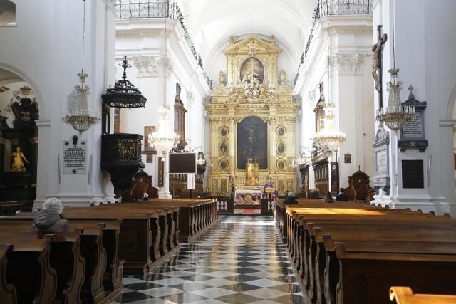 Na apostazję decyduje się coraz więcej Polaków (zdjęcie ilustracyjne)