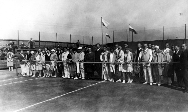 Rok 1930: mecz towarzyski Górny Śląsk - Kraków z udziałem m.in. Jadwigi Jędrzejowskiej reprezentującej wtedy Gród Kraka