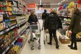 Nowe promocje w sklepach. Oto hity marketów! Co kupisz taniej w: Biedronka, Lidl, Kaufland, Aldi, Netto, POLOmarket, Auchan? [14.05.2021]