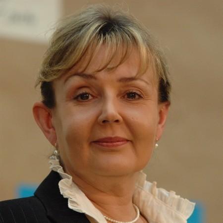 Jolanta Fedak. Ma 48 lat, pochodzi z Żar. Jest liderką lubuskiego PSL, od roku ministrem pracy. Mężatka, ma córkę Agatę.