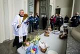 Bydgoszczanie w Wielką Sobotę poszli poświęcić pokarmy na wielkanocny stół [zdjęcia]