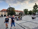 W sobotę 24 lipca Sandomierz oblegany przez turystów. Tętniący życiem rynek i kolejki do Bramy Opatowskiej [ZDJĘCIA]