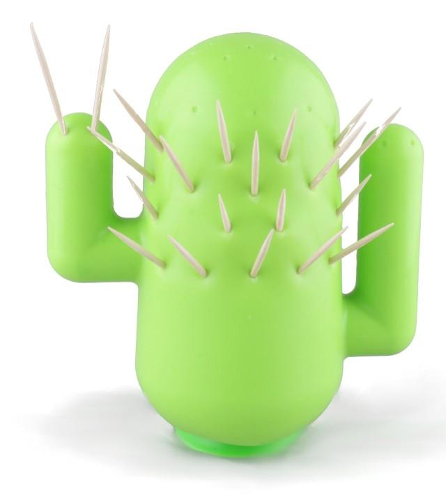 Wykałaczki wbite w kaktusaJeśli lubisz przygotować koreczki słone lub owocowe... ten kaktus podoła zadaniu.
