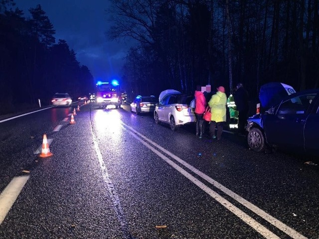 Do poważnej kolizji pięciu samochodów doszło o godz. 6.30 w Dąbrowie na drodze krajowej DK46.