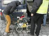 Kompletnie pijana matka przewróciła wózek z 1,5-roczną córką