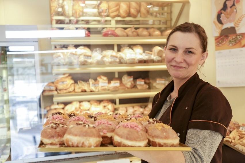 Tłusty czwartek już dzisiaj! Półki w piekarniach i cukierniach w całym mieście uginają się pod ciężarem pączków. Które są najlepsze?