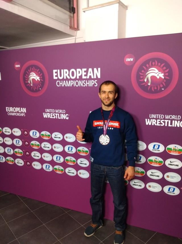 Brązowy medalista w kategorii Grappling Gi 66 kg, Janusz Andrejczuk