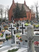 - Groby na cmentarzu w Strzelcach nie są zabezpieczone - alarmuje nasza Czytelniczka