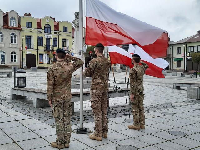 Święto Konstytucji 3 maja w Małogoszczu. Skromne uroczystości na placu Kościuszki.