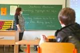 Pomorze: Szkoły otwarte, ale jak na razie uczniów w nich prawie nie ma. Rodzice mają obawy?
