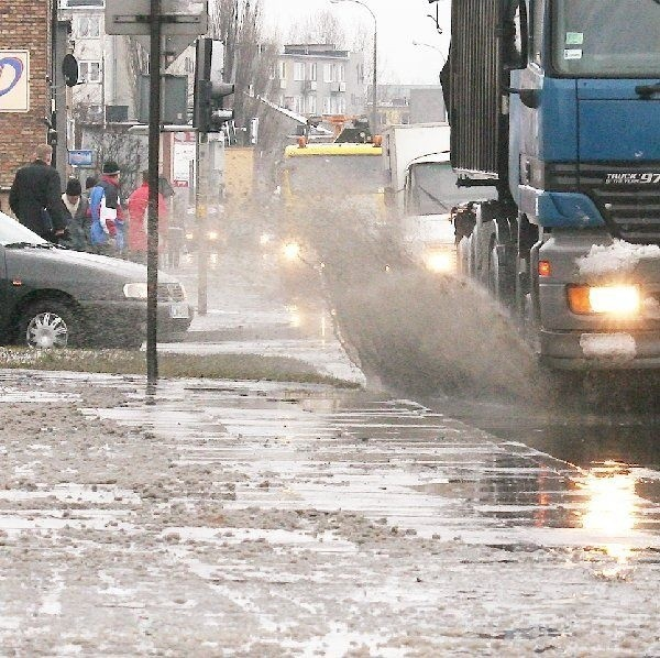 Na zdjęciu: tak rano wyglądała ulica Okrzei